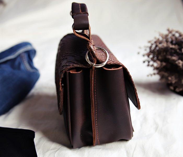 torebka skórzana ciemny brąz bok