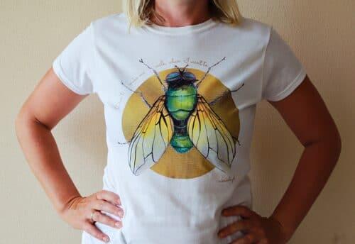 biała koszulka mucha