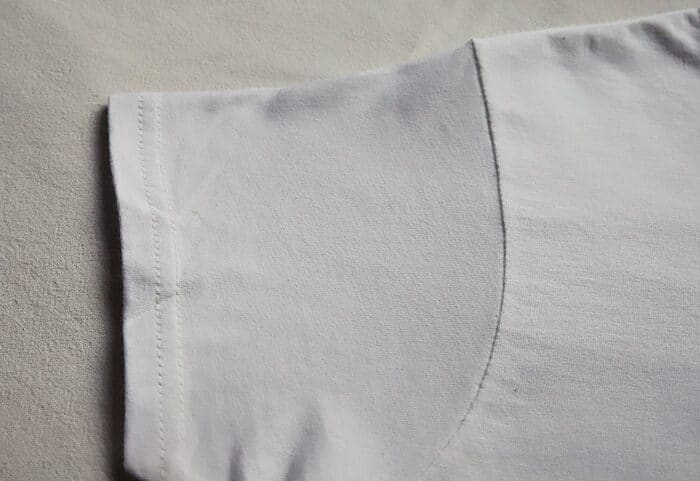 biała koszulka mucha rekaw