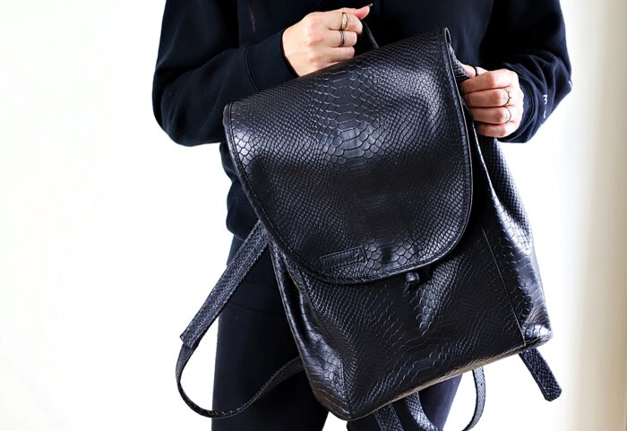 Plecak skórzany ZINA czarne kroko front
