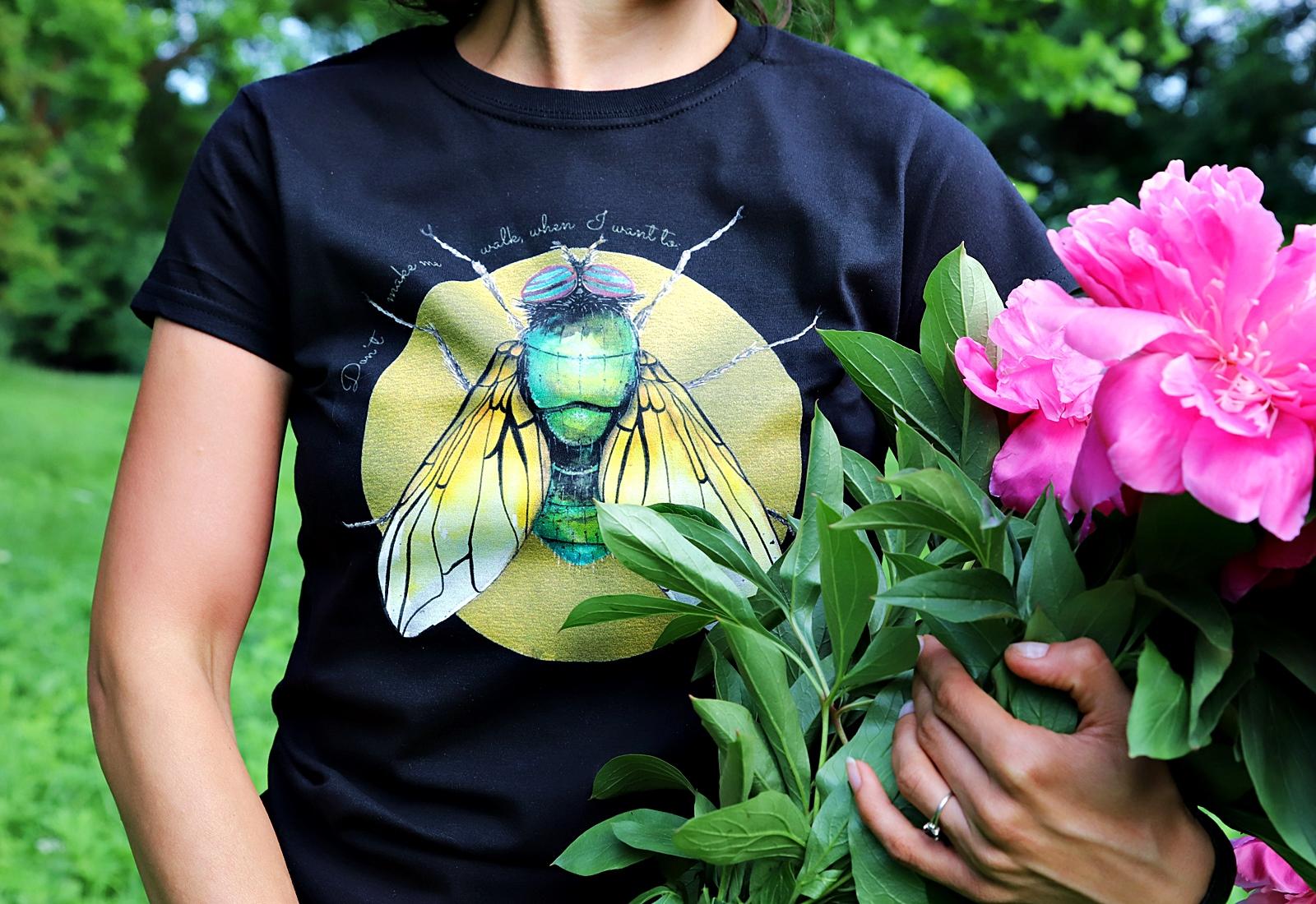 koszulka czarna-złota mucha detal